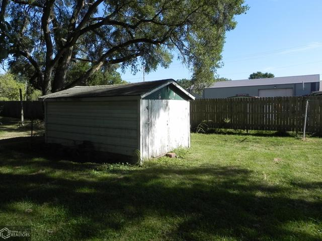 Yard featured at 303 Central Ave, Bedford, IA 50833