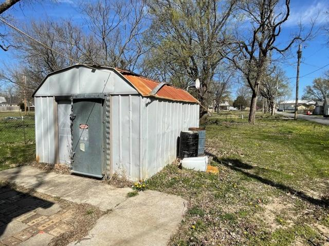 Farm land featured at 800 W Cottonwood St, Independence, KS 67301