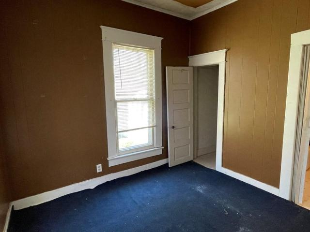Bedroom featured at 800 W Cottonwood St, Independence, KS 67301