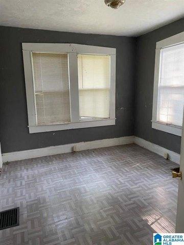 Bedroom featured at 1020 Graymont Ave W, Birmingham, AL 35204