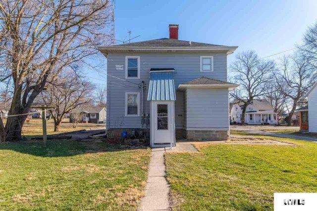 Porch yard featured at 213 N Bogardus St, Elkhart, IL 62634