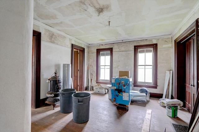 Living room featured at 148 Glasgow St, Clyde, NY 14433