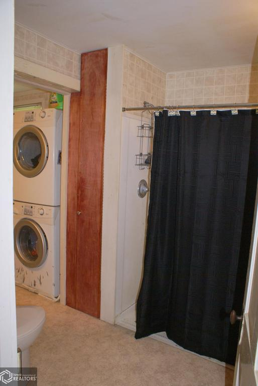 Laundry room featured at 1103 7th St, Eldora, IA 50627