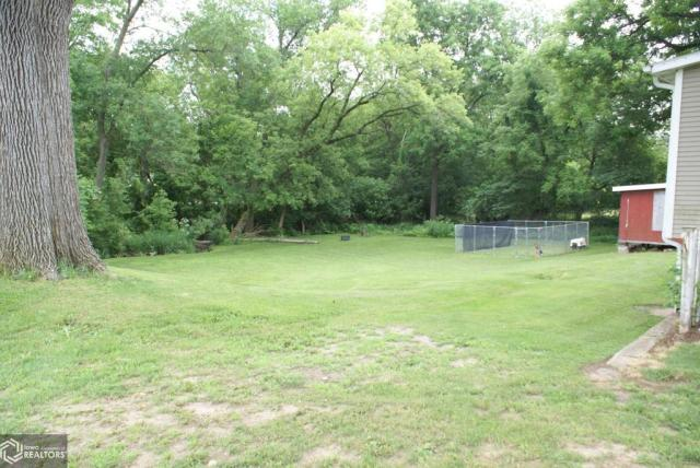 Yard featured at 1103 7th St, Eldora, IA 50627