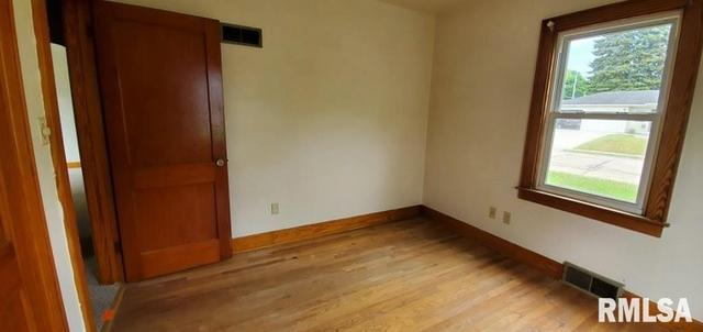 Bedroom featured at 1218 S 10th St, Clinton, IA 52732