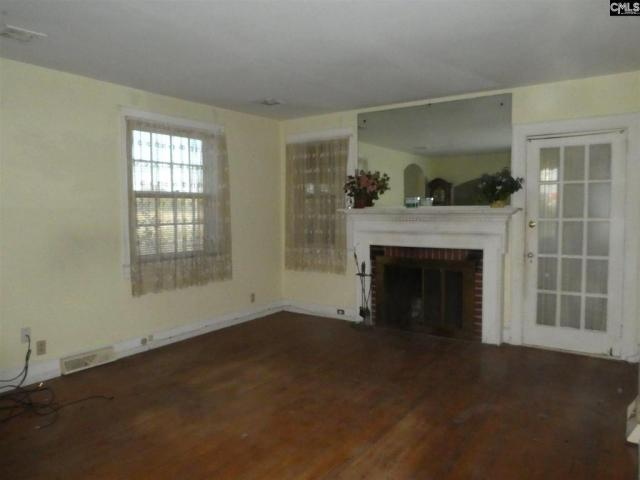 Living room featured at 106 W Columbia Ave, Batesburg, SC 29006