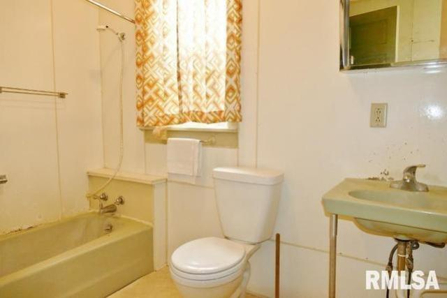 Bathroom featured at 908 S Greenlawn Ave, Peoria, IL 61605