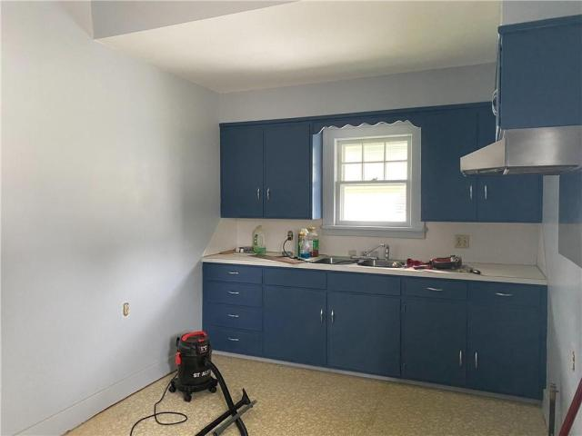 Laundry room featured at 106 E Carroll St, Paris, IL 61944