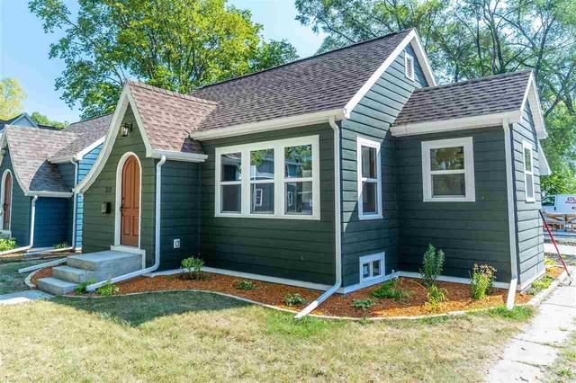 Porch yard featured at 312 Clay St, Waterloo, IA 50703