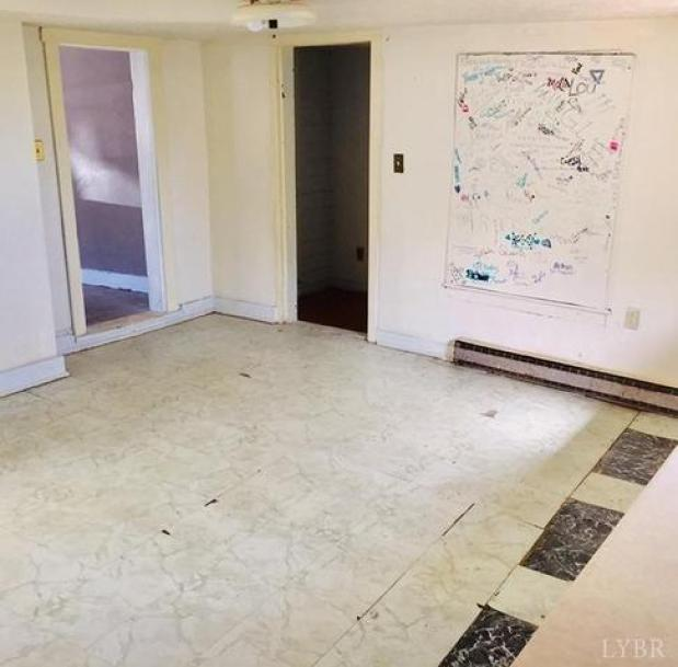 Bedroom featured at 831 Victoria Ave, Lynchburg, VA 24504