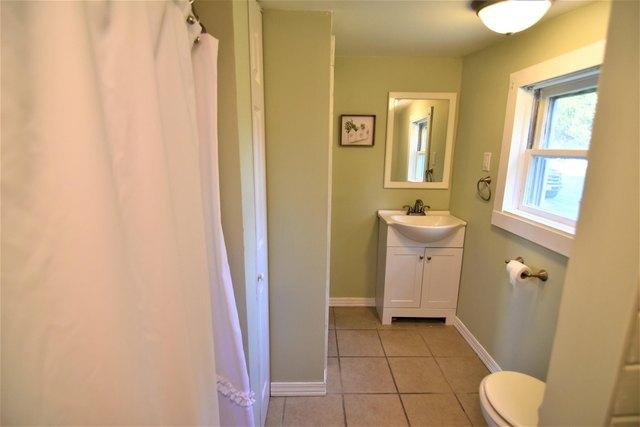 Bathroom featured at 607 N Monroe St, Carrollton, MO 64633