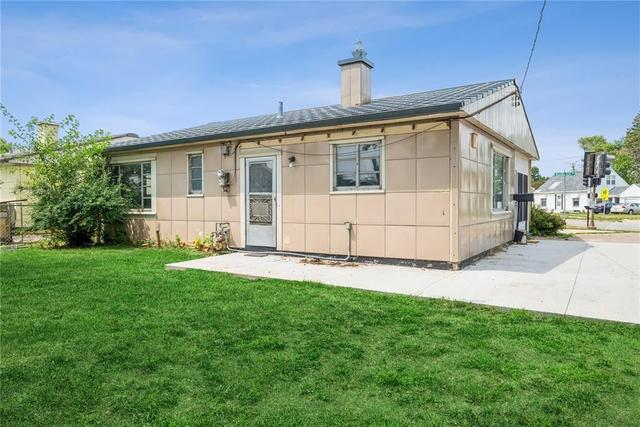 House view featured at 2003 Williams Blvd SW, Cedar Rapids, IA 52404