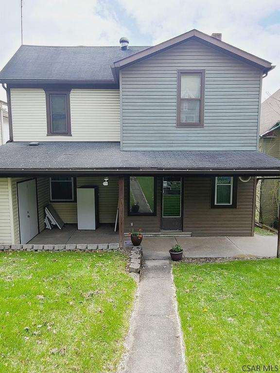 Porch yard featured at 991 Ash St, Johnstown, PA 15902