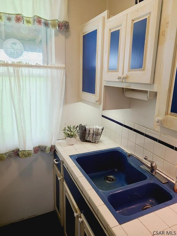 Laundry room featured at 991 Ash St, Johnstown, PA 15902