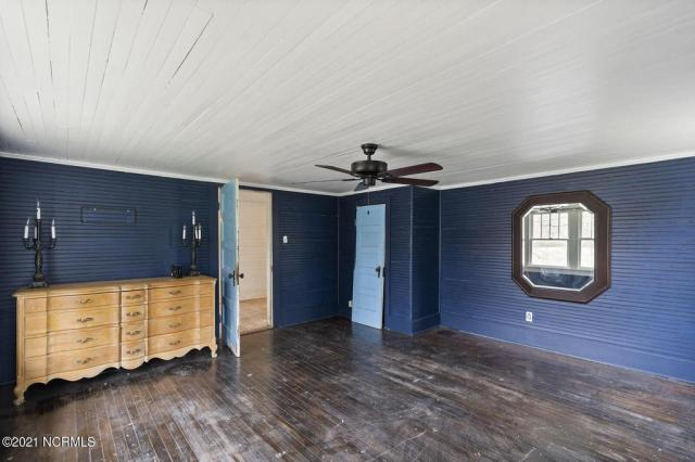 Porch featured at 716 Hallsboro Rd N, Clarkton, NC 28433