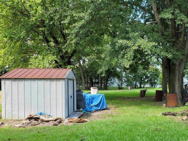 Yard featured at 2218 S Chestnut St, Pine Bluff, AR 71601