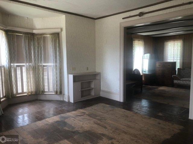 Living room featured at 607 N Washington St, Bloomfield, IA 52537