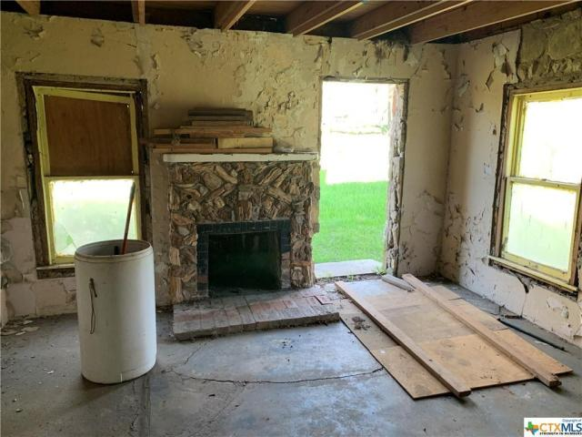 Living room featured at 217 State School Rd, Gatesville, TX 76528