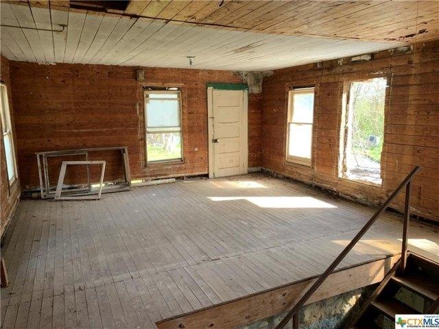 Porch featured at 217 State School Rd, Gatesville, TX 76528