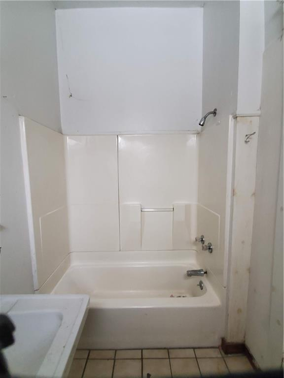 Bathroom featured at 415 E Moody Ave, New Castle, PA 16105