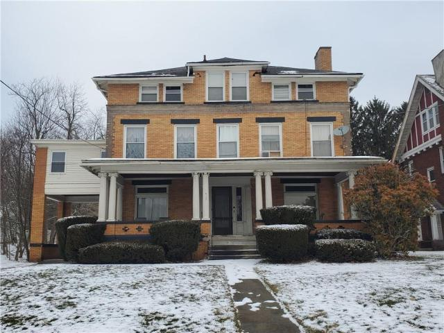 House view featured at 415 E Moody Ave, New Castle, PA 16105