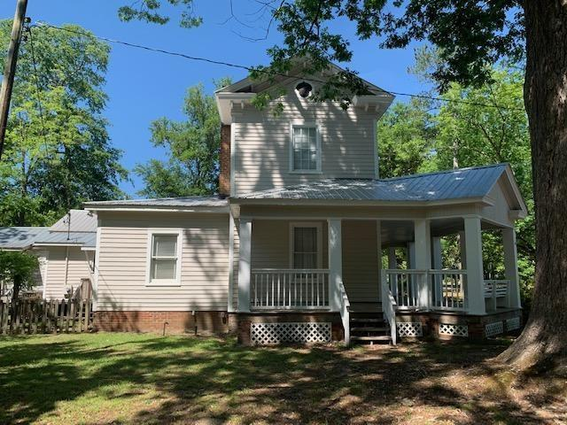 House view featured at 637 Carthage St, Cameron, NC 28326