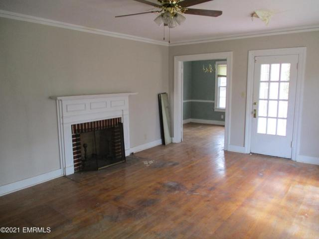 Living room featured at 3114 25th St, Meridian, MS 39301