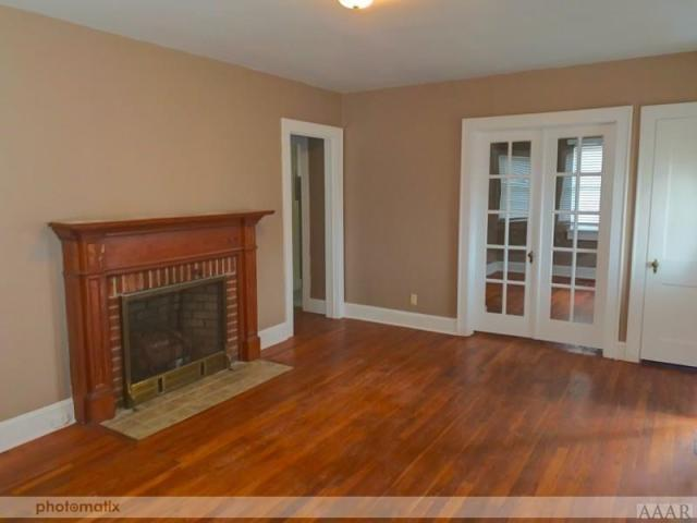 Living room featured at 816 N Broad St, Edenton, NC 27932