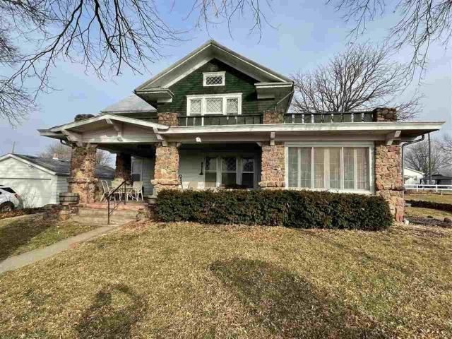 House view featured at 715 5th St, Humboldt, NE 68376