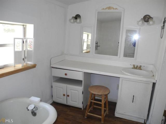 Bathroom featured at 184 Cato St, Manchester, GA 31816