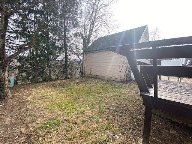 Yard featured at 325 Milford St, Clarksburg, WV 26301