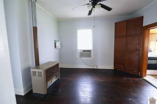 Bedroom featured at 1315 N 13th St, Paducah, KY 42001