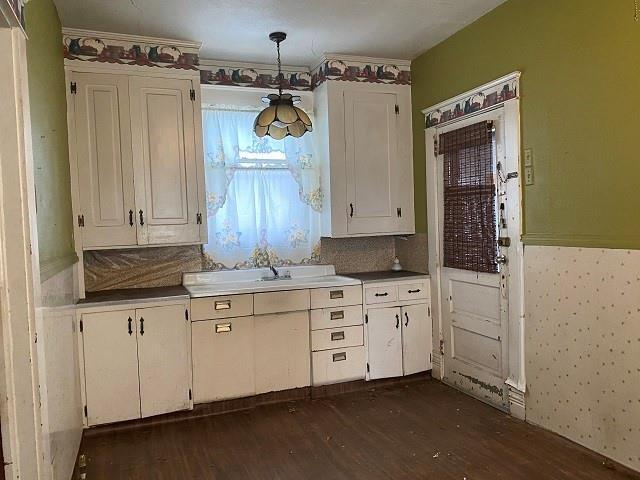 Kitchen featured at 141 Park Ave, New Castle, PA 16101