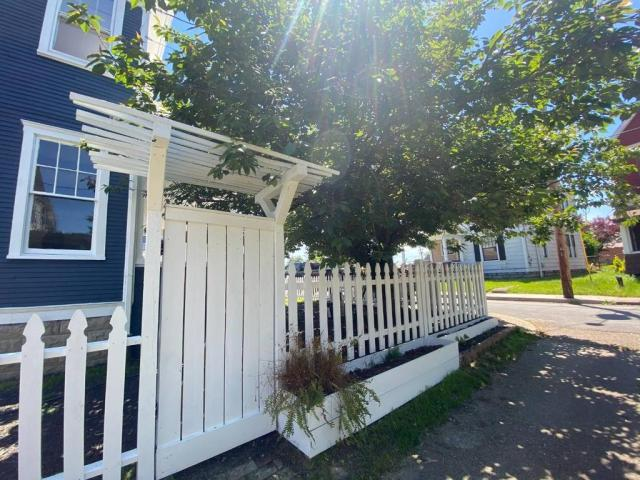 Porch yard featured at 300 Meigs Ave, Clarksburg, WV 26301