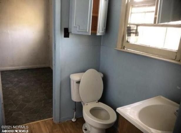 Bathroom featured at 954 Horne Rd, Pendleton, NC 27862