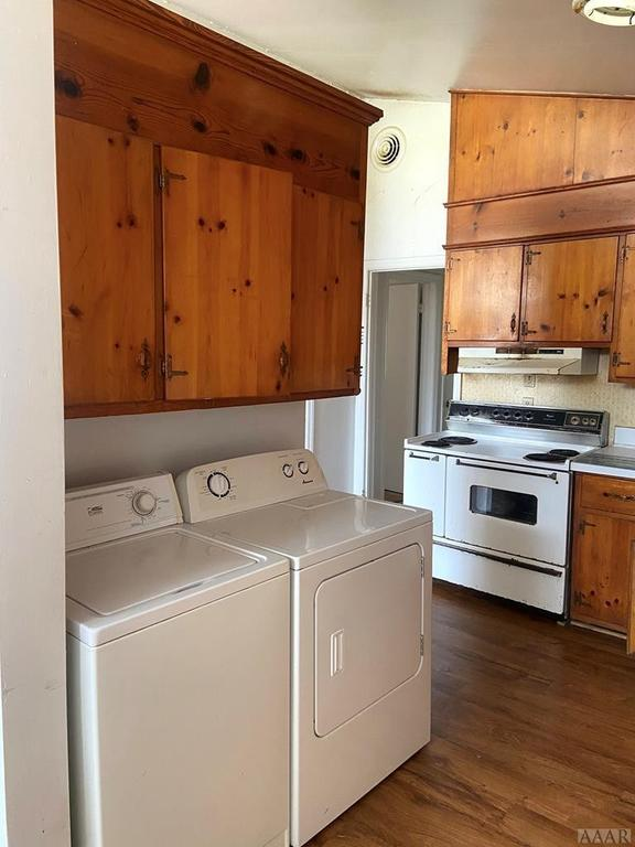 Laundry room featured at 115 Cherry St, Woodland, NC 27897