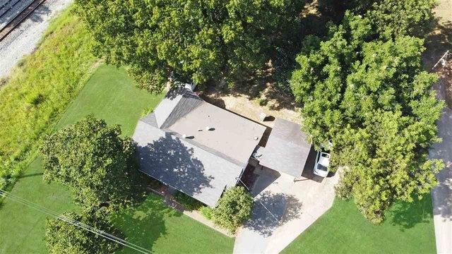 Yard featured at 189 Webb Ave E, Ripley, TN 38063