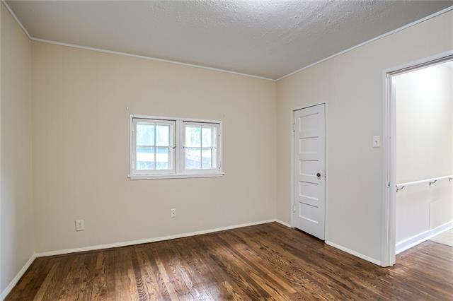 Bedroom featured at 426 Dunbar Ave, Excelsior Springs, MO 64024