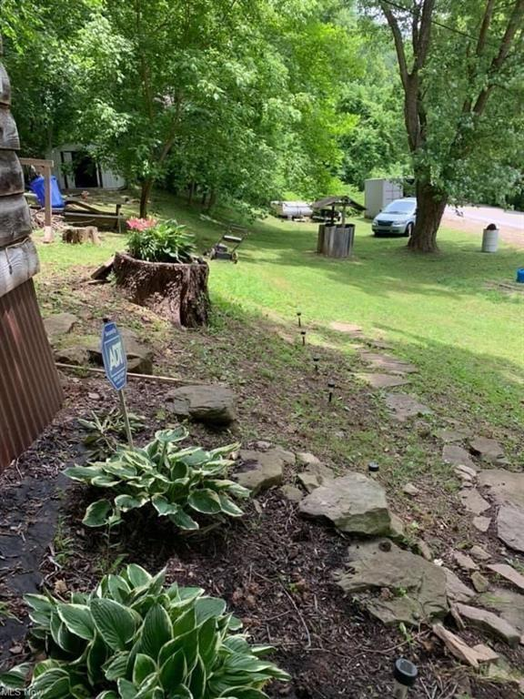 Yard featured at 16937 Staunton Tpke, Walker, WV 26180