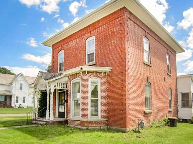 House view featured at 706 N Gay St, Mount Vernon, OH 43050