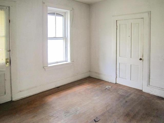 Bedroom featured at 706 N Gay St, Mount Vernon, OH 43050