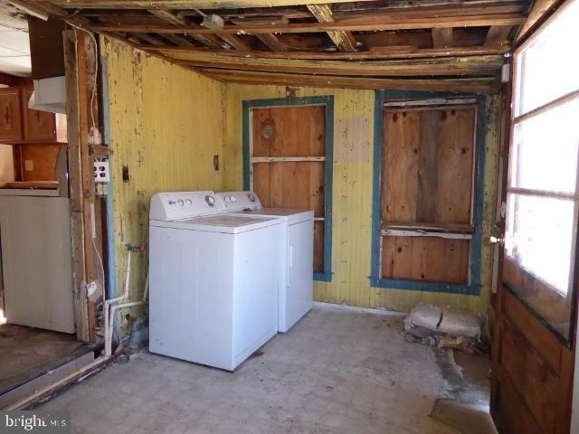Laundry room featured at 1789 North Ave, Port Norris, NJ 08349