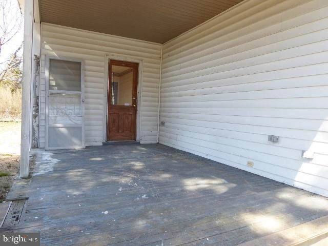 Porch featured at 1789 North Ave, Port Norris, NJ 08349