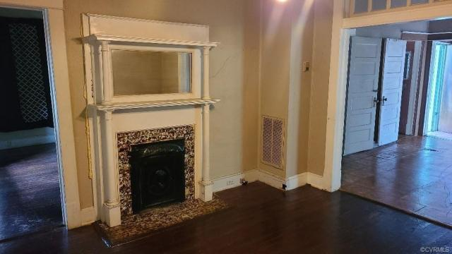 Living room featured at 609 Harding St, Petersburg, VA 23803