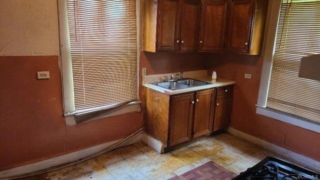 Kitchen featured at 609 Harding St, Petersburg, VA 23803