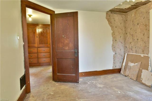 Bedroom featured at 155 Belvedere Ave SE, Warren, OH 44483