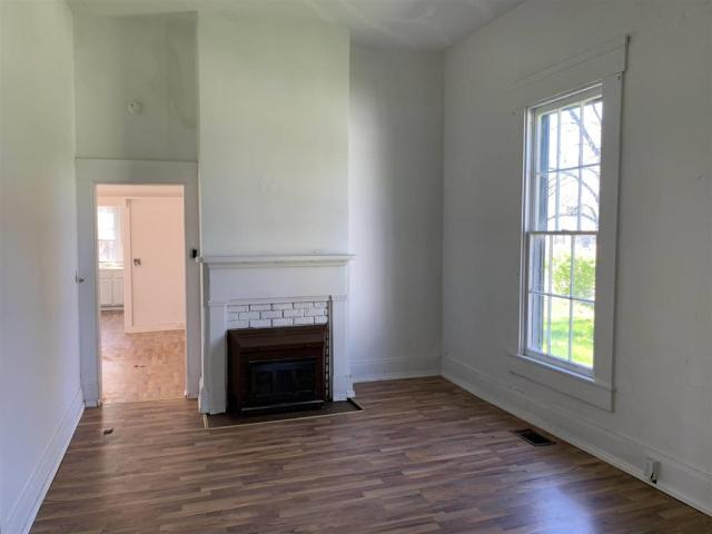 Living room featured at 101 NW G St, Richmond, IN 47374