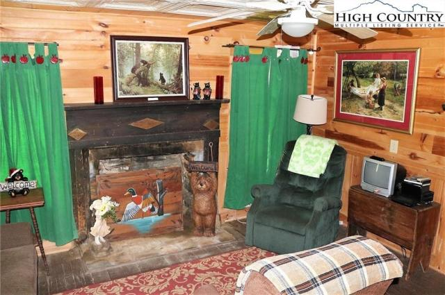Living room featured at 5514 Elk Creek Darby Rd, Ferguson, NC 28624
