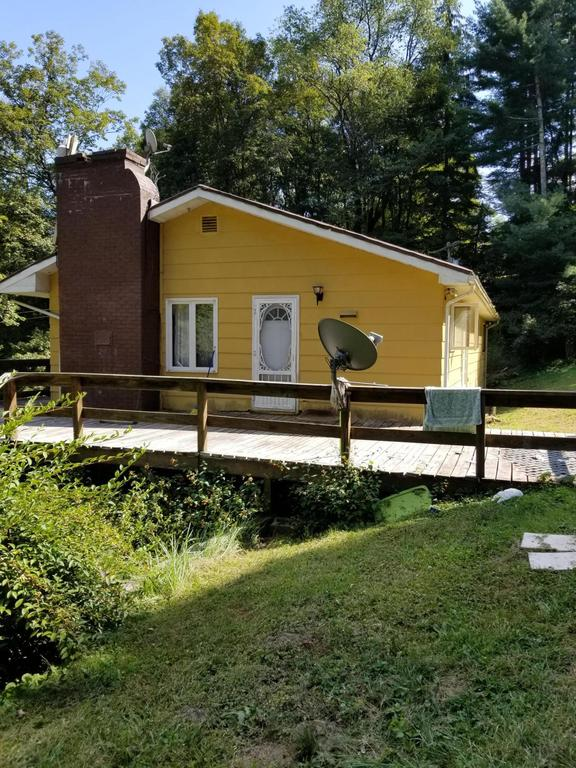 House view featured at 142 Abbaguchee Ln, Richwood, WV 26261