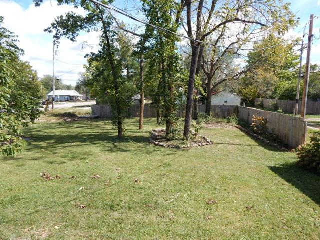 Yard featured at 214 and 216 N Greene Ave, Mountain Grove, MO 65711